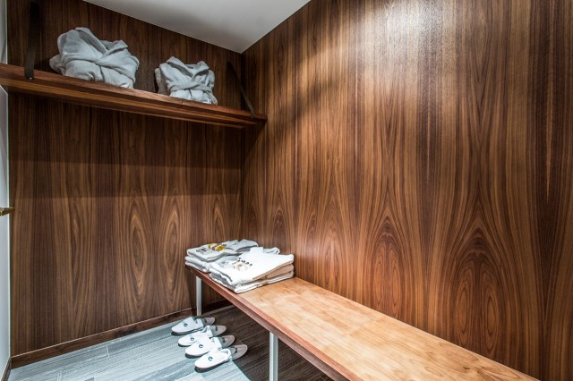 Luxury SPA Chalet - Changing room